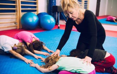 Jak zapobiegać skrzywieniom kręgosłupa u dzieci?